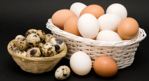 Different eggs, coupla baskets.